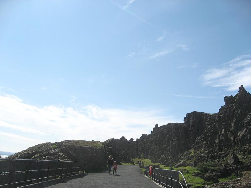 Los accesos y caminos en Thingvellir son muy cómodos