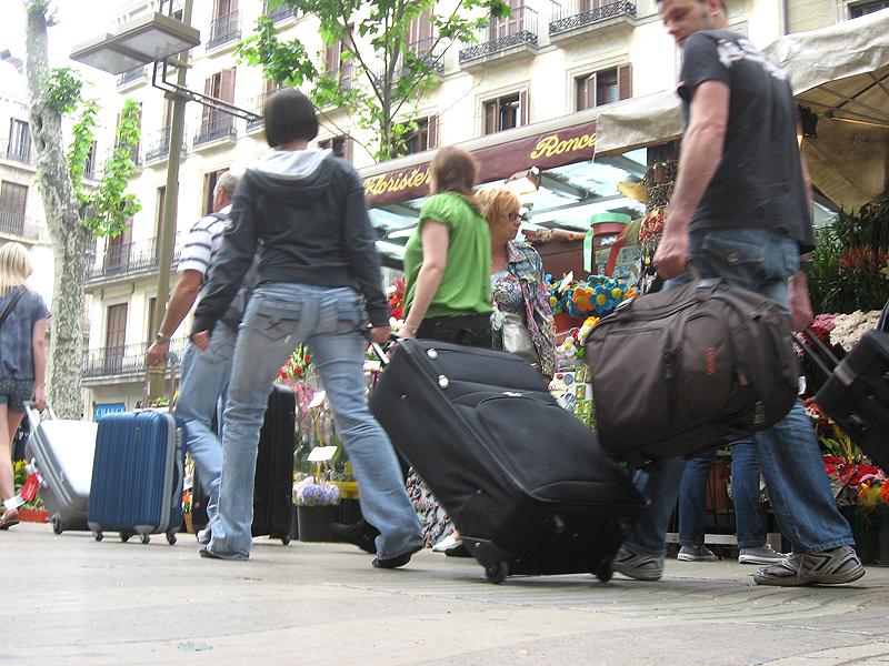 Turistas en La Rambla en el mes de mayo