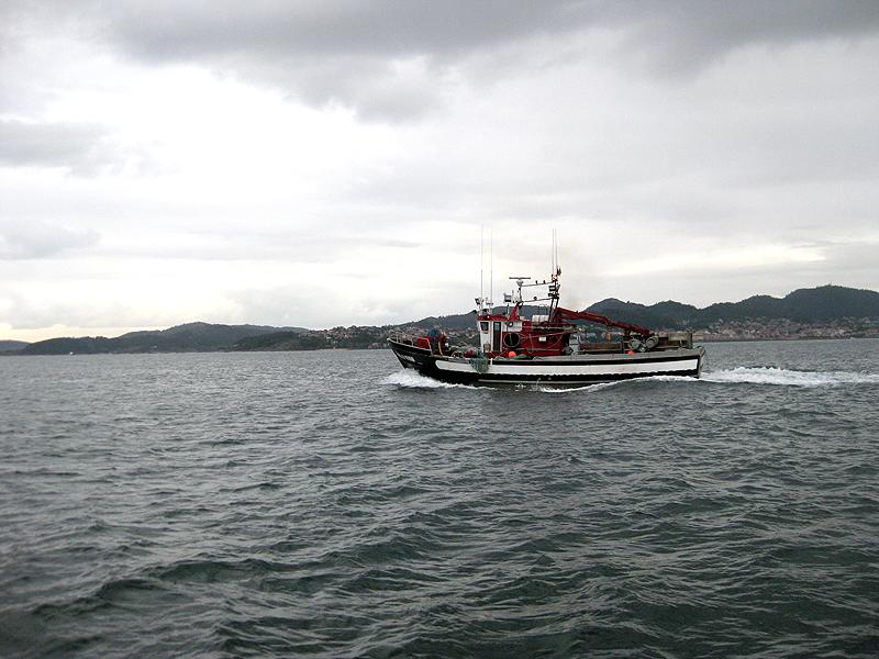 Barcos de pesca saliendo a faenar
