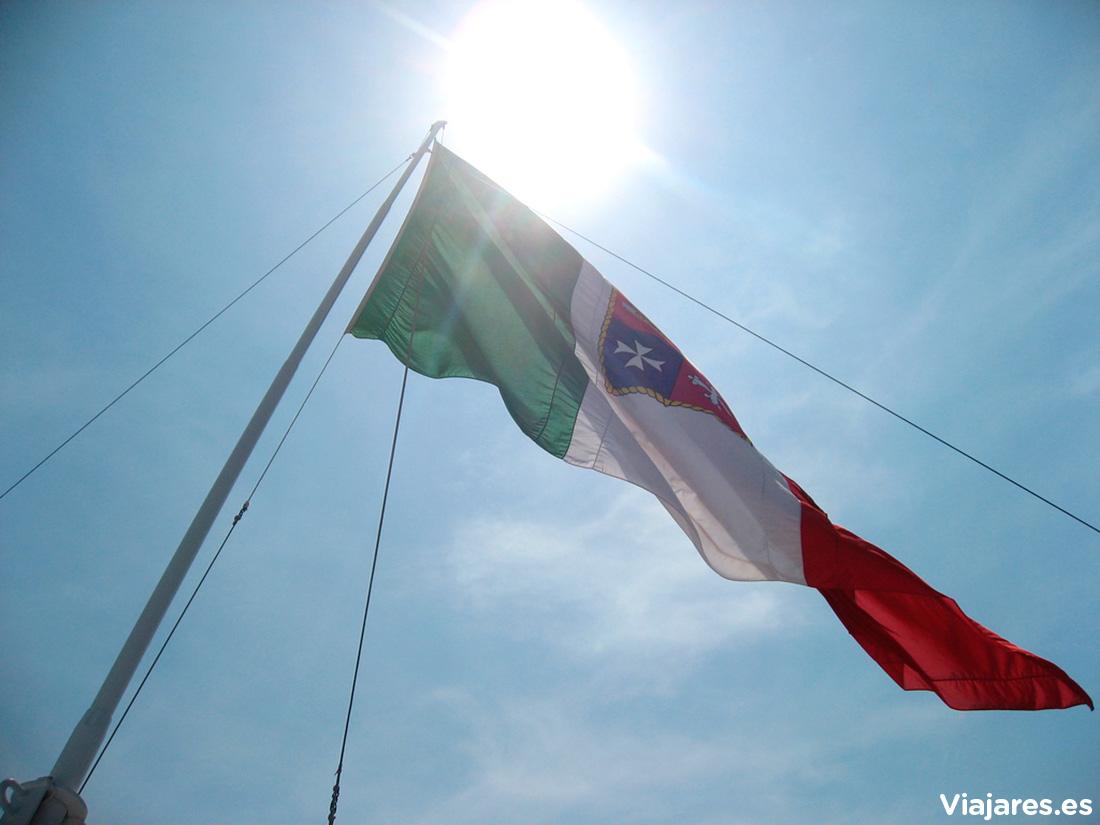 Bandera italiana en el barco