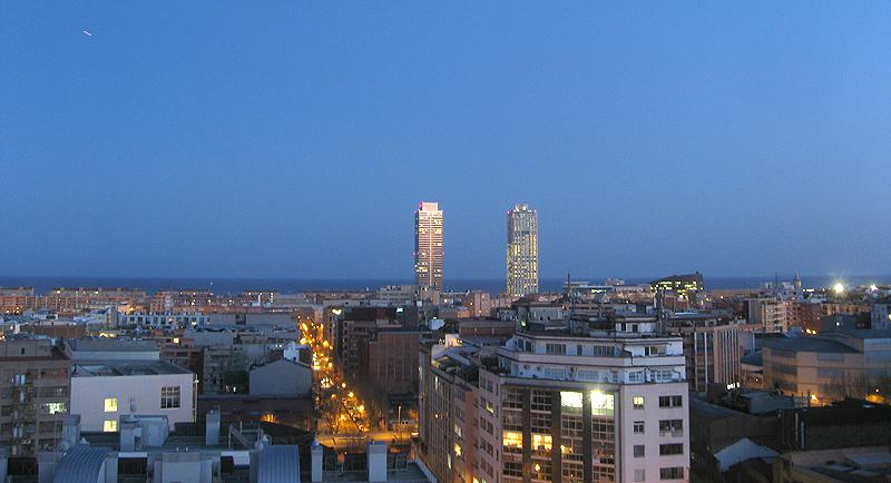 Barcelona con la Torre Mapfre y el Hotel Arts al fondo