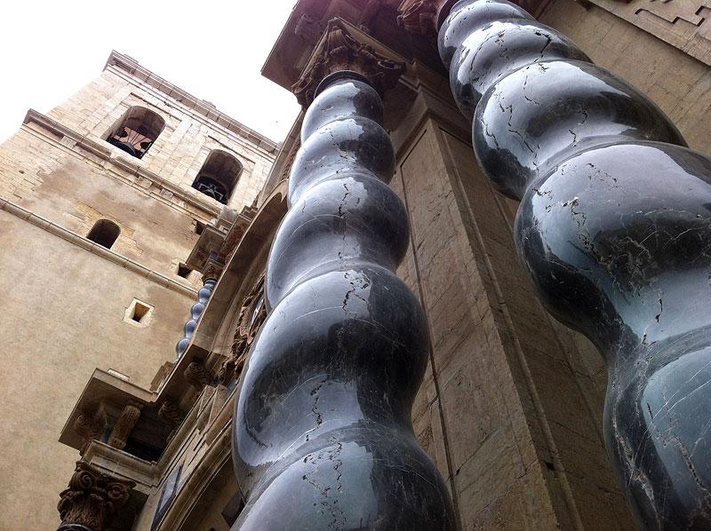 Las contundentes columnas de la Iglesia Archiprestal