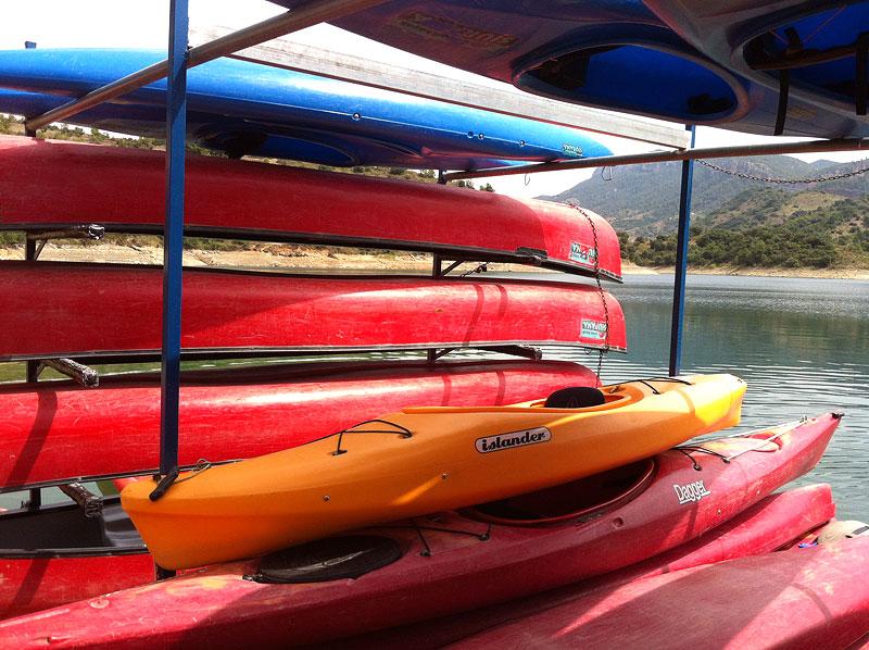Kayaks en el Embalse de Siurana, Priorat