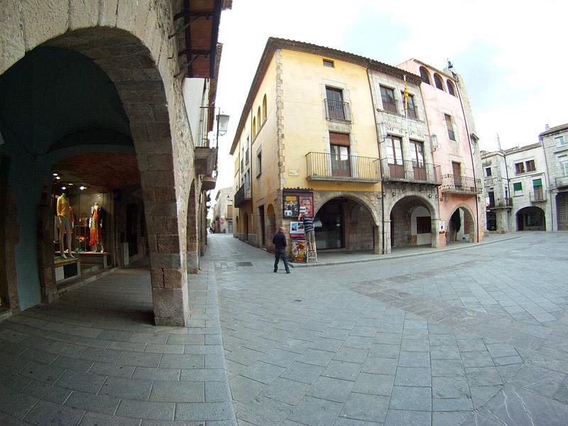 Plaza Mayor de Torroellla de Montgrí, Girona