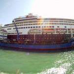 Crucero y barco de mantenimiento