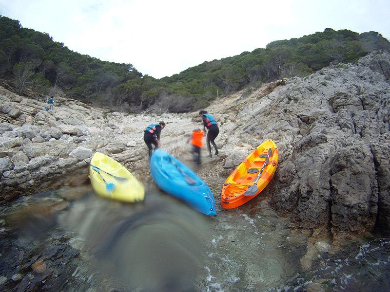 Desembarcando en Cala Calella, Estartit