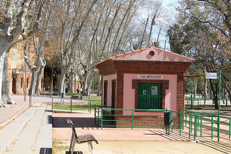 """Estación """"Can Mercader"""" del trenecito del parque"""