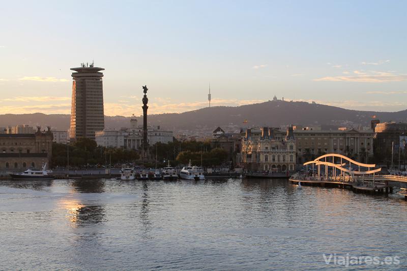 Colón preside la fachada marítima de Barcelona
