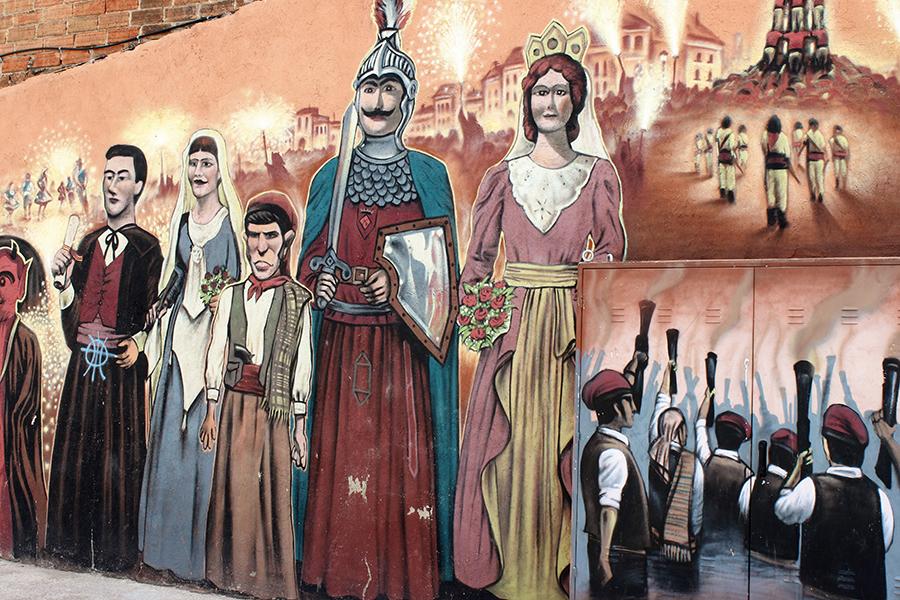 Inmensos y coloridos grafitis junto a la colonia Beltran