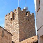 La robusta torre de la iglesia de Sant Jaume en Masriudoms