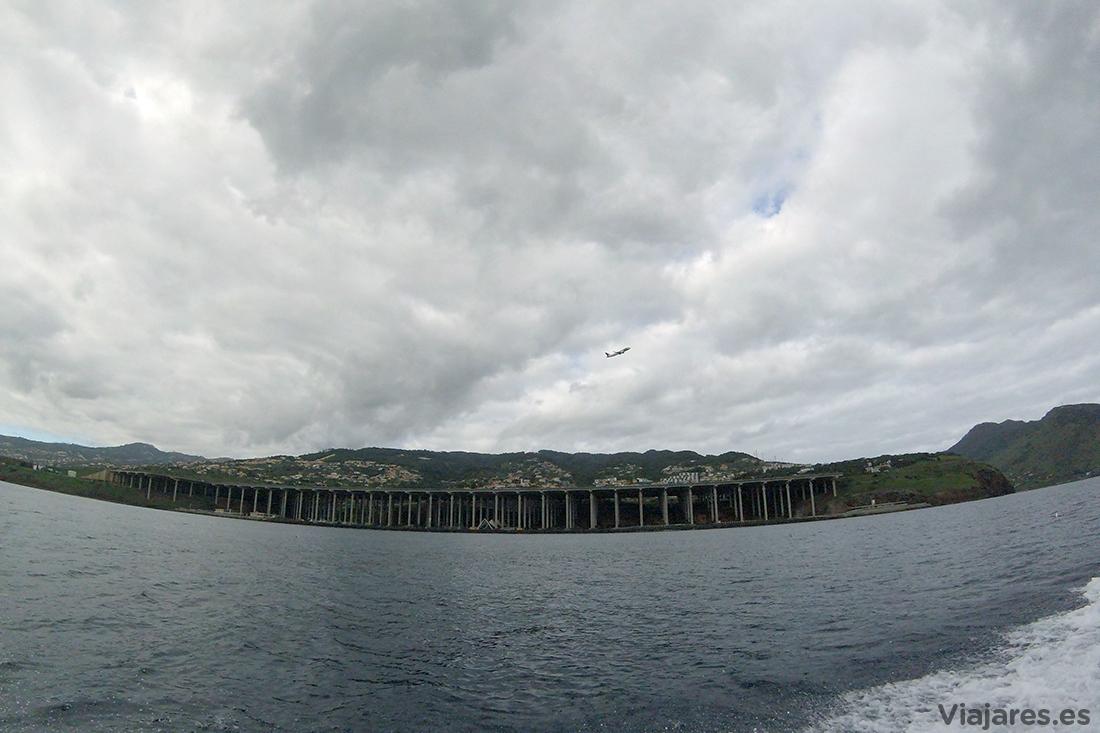 Aeropuerto de Funchal desde el mar
