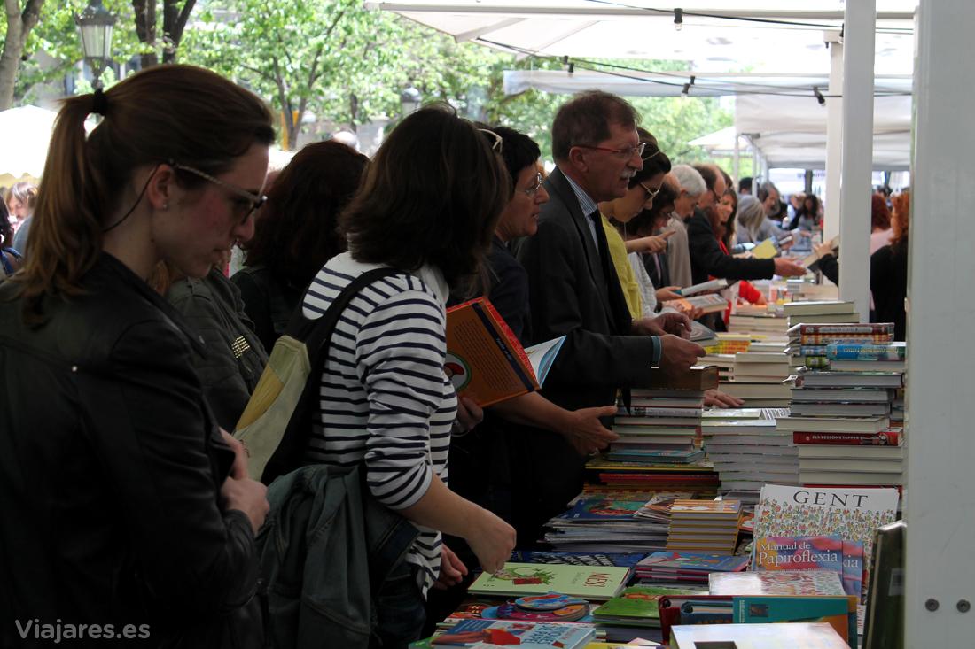 Ambiente en las calles el Día del Libro en Barcelona