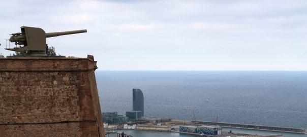 Muros defensivos que dan al mar Mediterráneos