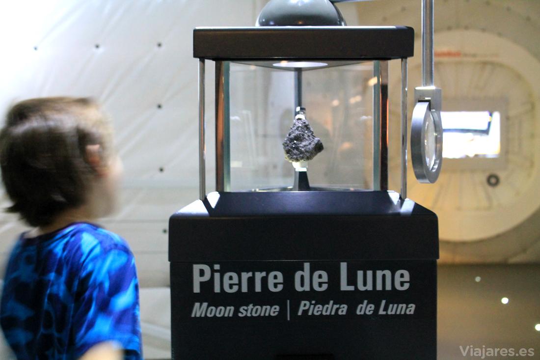 Una auténtica piedra de nuestro satélite, de la Luna