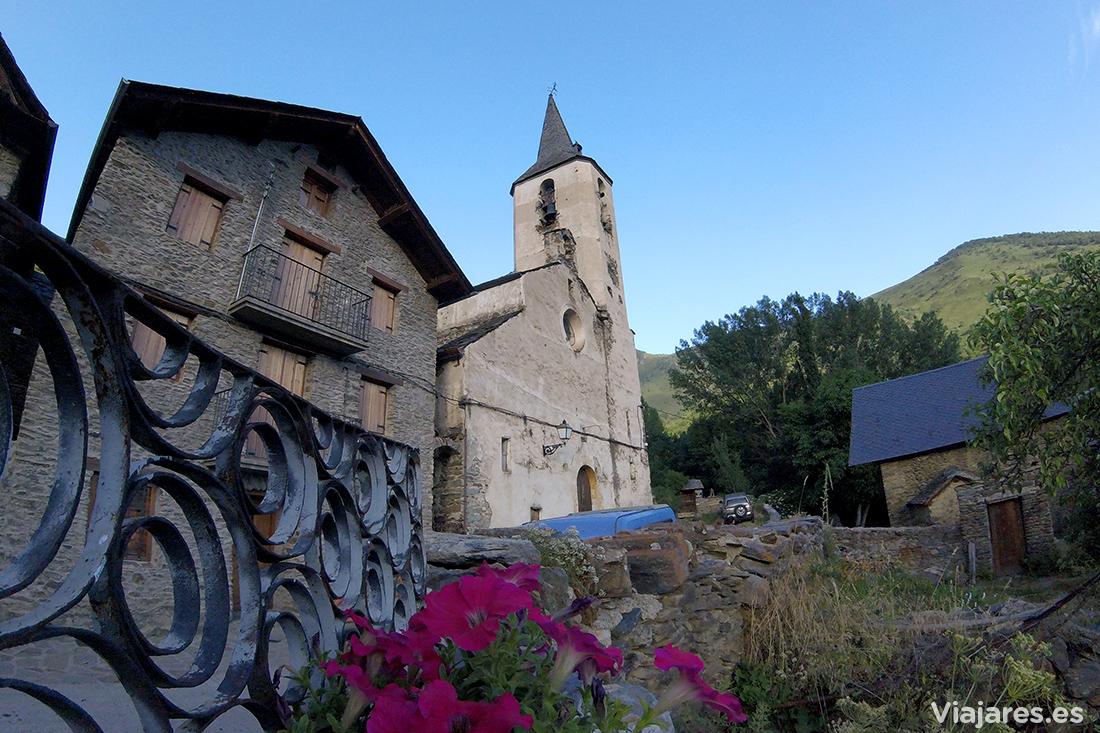 El precioso pueblo de Gavàs con su iglesia