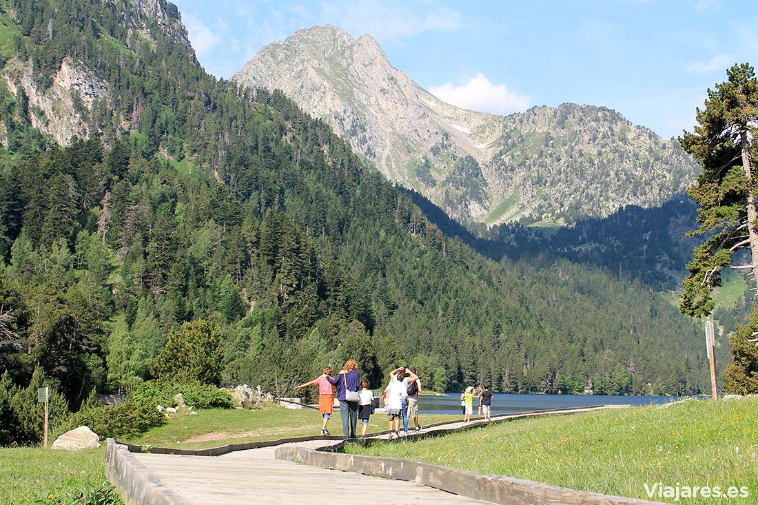 Disfrutando de la naturaleza en familia por el Pirineo