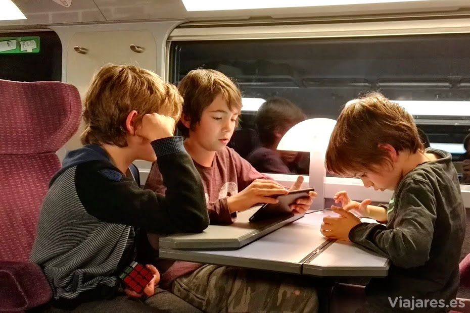 Entretenimiento a bordo del tren con destino a Toulouse