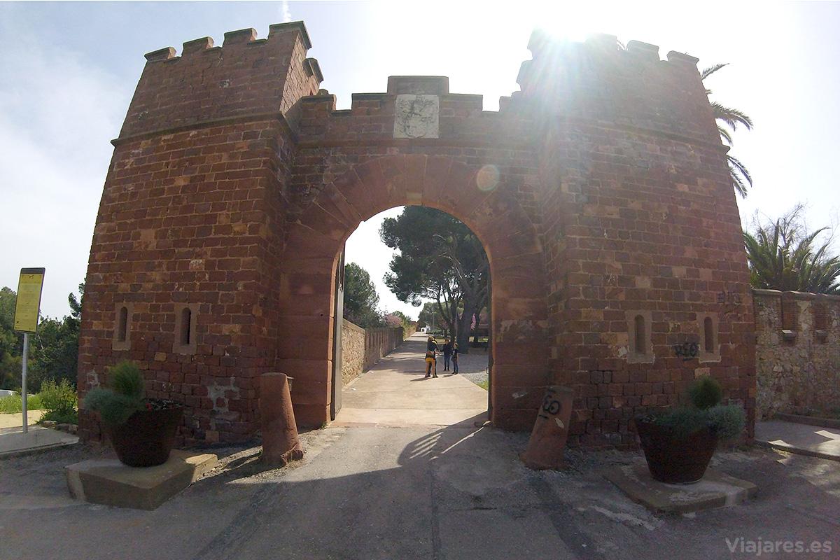 Entrada principal al recinto del castillo