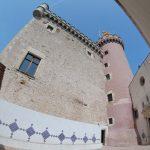 Patio con acceso a la Iglesia de Santa Maria de Castelldefels