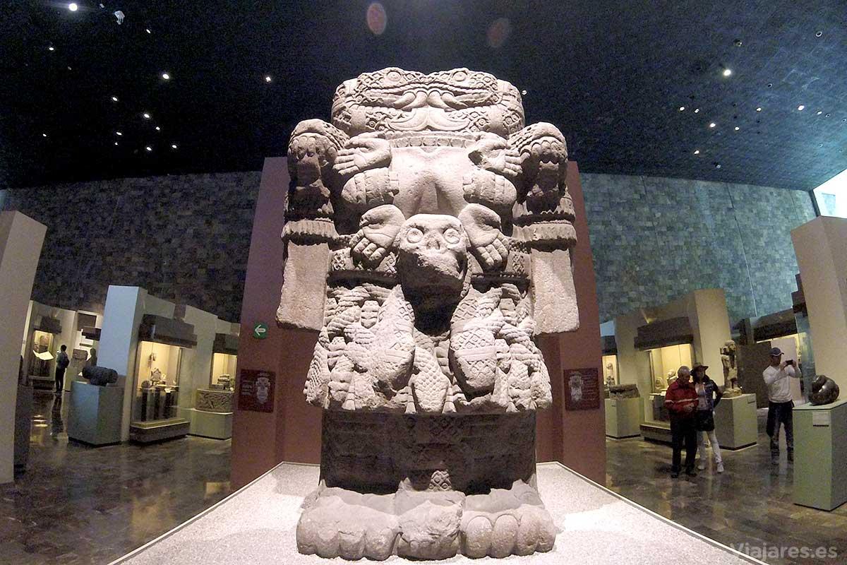 Diosa Coatlicue madre el Huitzilopochtli dios patrono de los mexicas