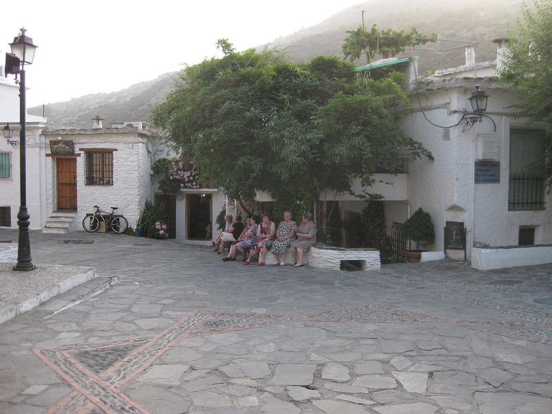 Mujeres charlando en Pampaneira