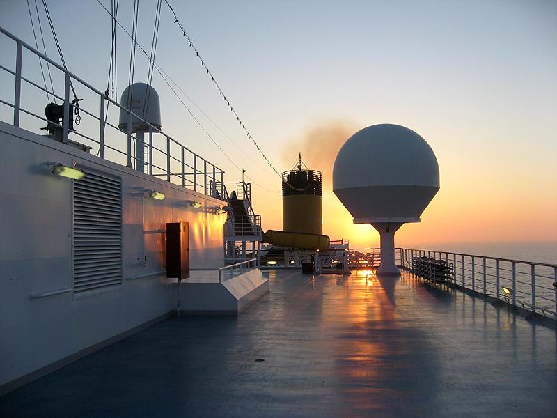 Cubierta del Costa Concordia al atardecer