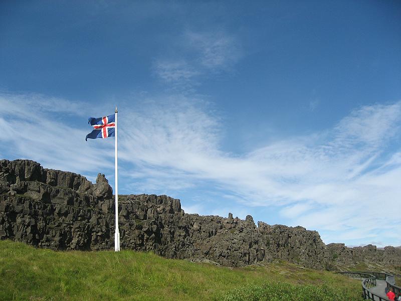 Bandera islandesa en Thingvellir