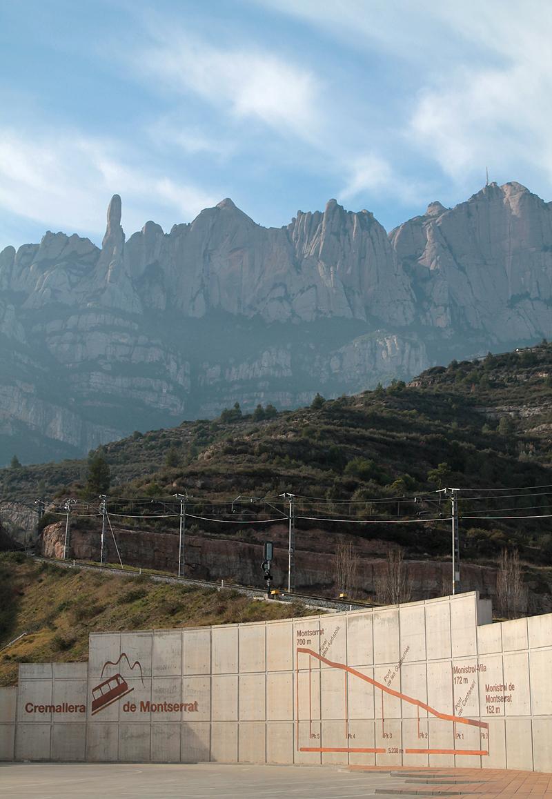 Montserrat desde la estación del Cremallera