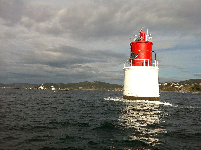 Faro rojo en la Ría de Vigo