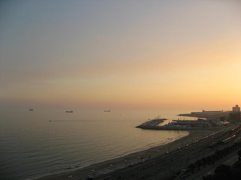 Atardecer en el puerto de Tarragona